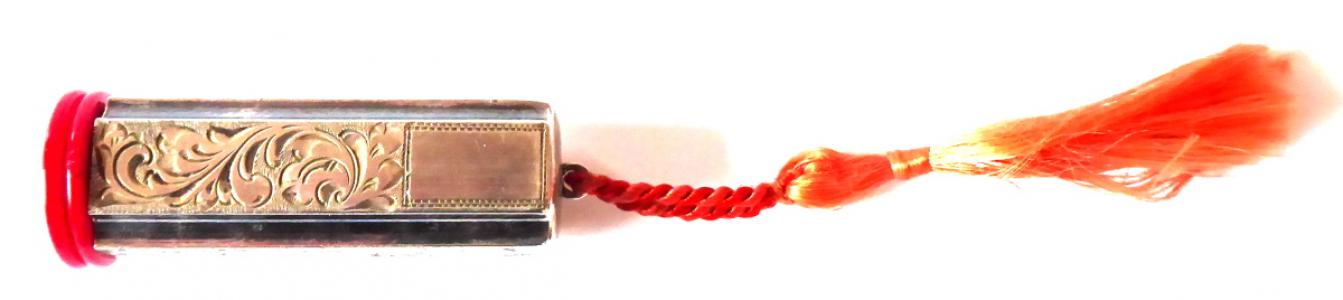 Stříbrná rtěnka, červený uzávěr (1).JPG
