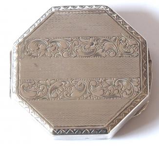 Malá stříbrná osmihranná pudřenka (1).JPG