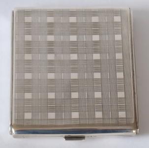 Stříbrné pouzdro na cigarety, s proužky a čtverci (1).JPG