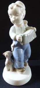 Chlapec s harmonikou a psem - Dux (1).JPG