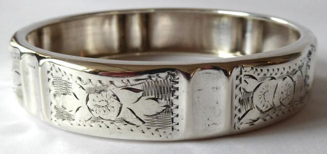 Stříbrný gravírovaný náramek -kruh  (1).JPG