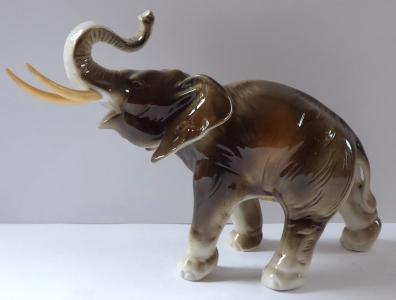 Slon se zdviženým chobotem, a kly - Dux, Duchcov (1).JPG