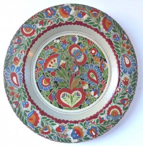Malovaný dřevěný talíř s lidovým květinovým vzorem (1).JPG