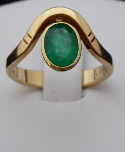Zlatý prsten, s vlnkou a oválným smaragdem (1).JPG