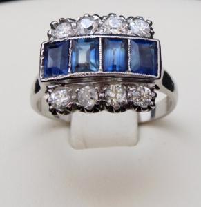 Prsten se čtyřmi modrými safíry a osmi brilianty (1).JPG