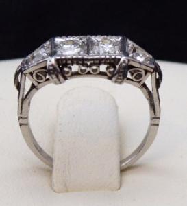 Platinový prsten, čtyři brilianty - 0,65 ct (1).JPG