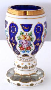 Pohár, sklenice, bílé a modré sklo, s květinami (1).JPG