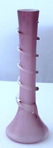 Fialově růžová a bílá vázička, s obtáčeným prstencem (1).JPG