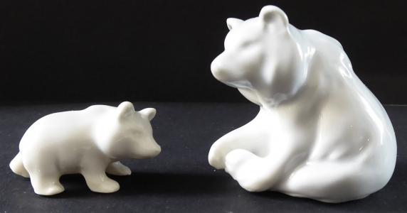 Medvěd s medvídkem - malé porcelánové sošky (1).JPG