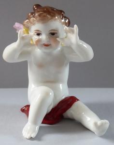 Porcelánová soška sedícího andílka (1).JPG