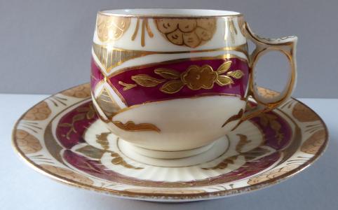 Ručně malovaný, zlacený moka šálek - Carl Fr. Boseck, Haida (1).JPG
