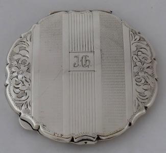Stříbrná pudřenka, monogram J. CH. (1).JPG