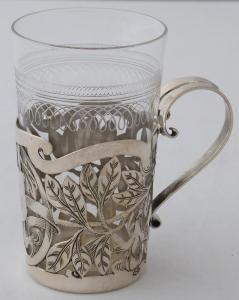 Secesní stříbrný prořezávaný držák na skleničku (1).JPG