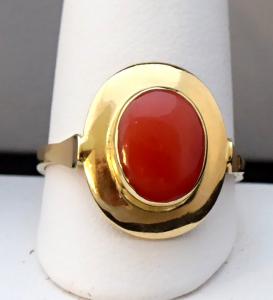 Zlatý prsten s oválným červeným mořským korálem (1).JPG