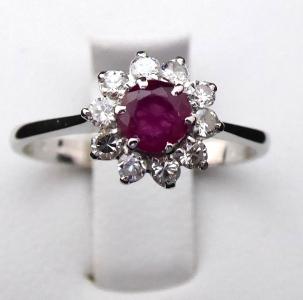 Prstýnek, kytička s rubínem a diamanty 0,30 ct (1).JPG