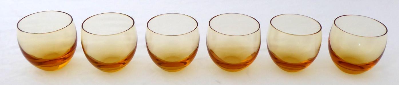 Šest skleniček, ambrové sklo - Culbuto, Moser (1).JPG