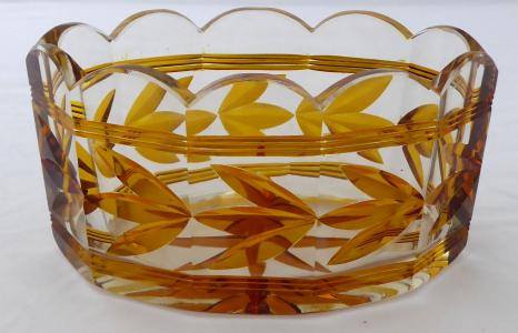 Oválná mísa, broušené sklo - ambrové květy a linky (1).JPG