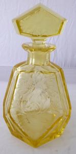 Žlutá art deko karafa - broušené květiny (1).JPG