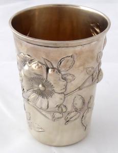 Secesní stříbrný pohárek, s planou růží (1).JPG