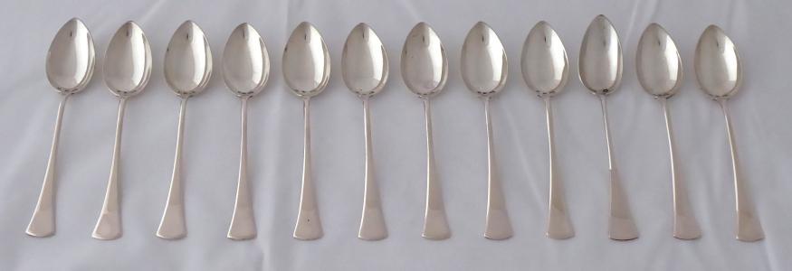 Dvanáct stříbrných kávových lžiček (1).JPG