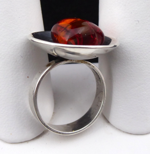 Stříbrný prsten s jantarem - Polsko 1963 - 1980 (1).JPG