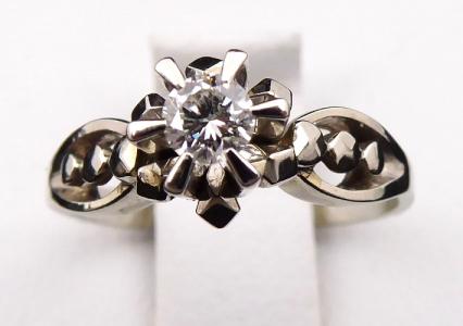 Art deko prstýnek, bílé zlato, briliant 0,15 ct (1).JPG