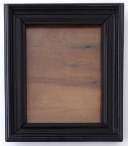 Dřevěný černý rámeček na fotografii, se stojánkem (1).JPG