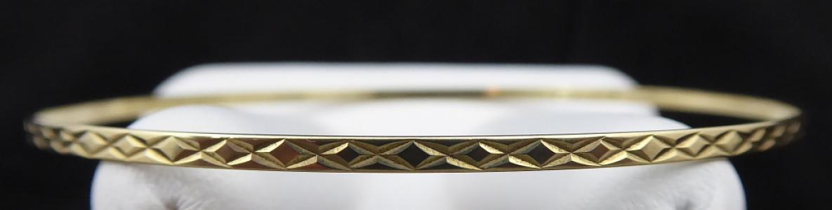 Zlatý gravírovaný úzký náramek - kruh (1).JPG