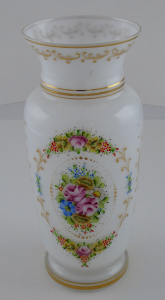 Váza z čirého, mléčného a malovaného skla (1).JPG