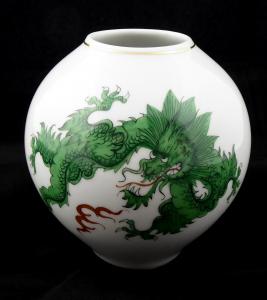Míšeňská vázička se zeleným drakem Ming (1).JPG