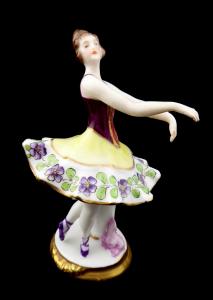 Tanečnice v baletní póze - Ackermann & Fritze, Volkstedt Rudolstadt (1).JPG