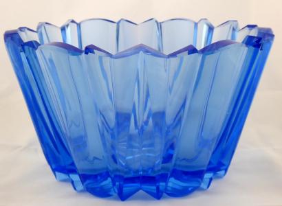 Modrá skleněná mísa v kubistickém stylu (1).JPG