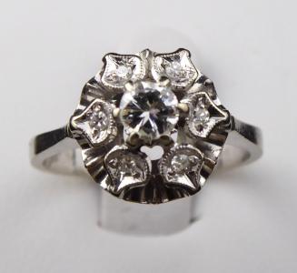 Prsten z bílého zlata a brilianty - Kytička (1).JPG