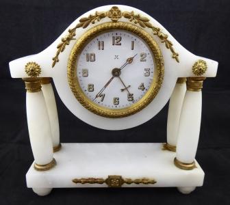 Stolní alabastrové sloupkové hodiny, s budíkem (1).JPG