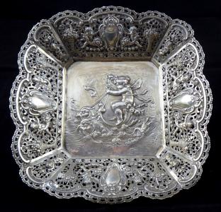 Stříbrná dekorativní mísa, s figurálním výjevem - Christoph Widmann, Pforzheim (1).JPG